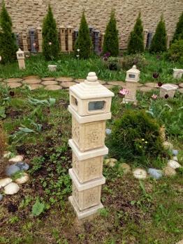 Садовые фонари из камня